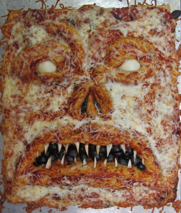 -Imagenes raras e inconseguibles del cine de terror- - Página 4 The-evil-dead_book-of-the-dead-pizza